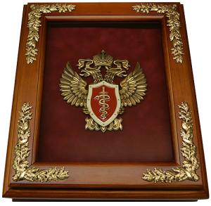 Деревянная ключница с эмблемой ФСКН настенная