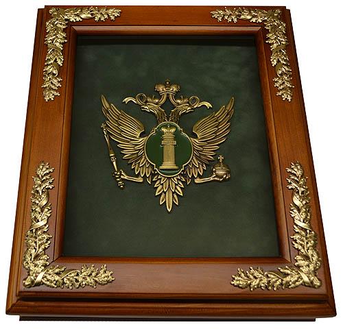 Деревянная ключница с эмблемой Министерства Юстиции России