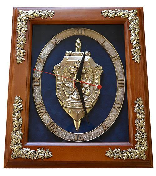 Настенные часы с эмблемой ФСБ