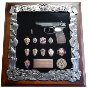 Панно с пистолетом Макарова и знаками ФСБ