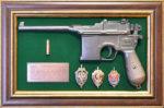 "Панно с пистолетом ""Маузер"" с знаками ФСБ"
