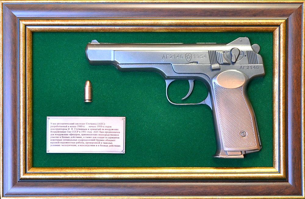 """Панно с пистолетом """"Стечкин"""" в подарочной коробке"""